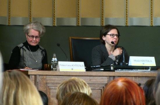 Pirkko-Liisa Kyöstilä, chefen för enheten för medborgarorganisationer, och utvecklingsminister Heidi Hautala deltog i seminariet.