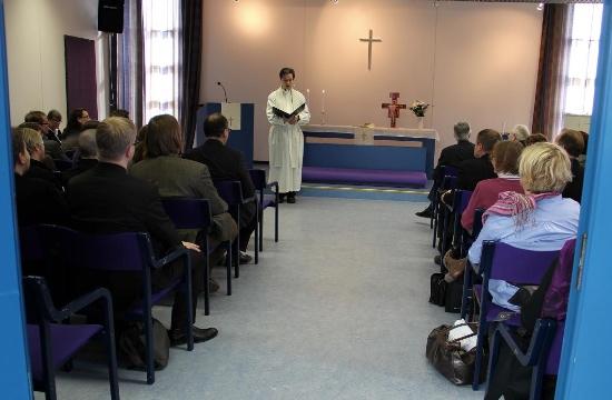 Pastor Samuli Koivuranta hälsar välkommen. Foto: Heikki Jääskeläinen
