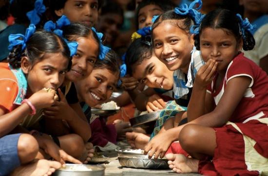 Lunchdags på en av skolorna i Indien.