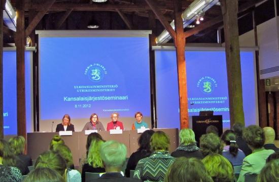 Fr.v: Anne Sipiläinen, utvecklingsminister Heidi Hautala, Pirkko-Liisa Kyöstilä och Kirsi Pulkkinen.