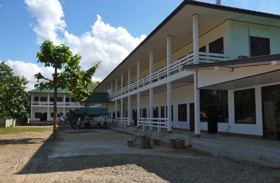 Skolan hyr in sig i ett antal rum i byggnaden på bilden.
