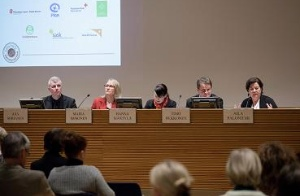 I panelen från vänster: Axa Sorjanen, Maria Immonen, Hanna Mäntylä, Timo Olkkonen,Aila Paloniemi.