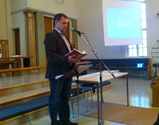 Kjell Blomberg inledde FS vårmöte med en andakt.