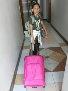 Laila Donayre Pettersson åker till Leyte med en första hjälpsändning. Foto: Andreas Pettersson