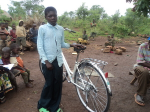 Mashaka Shadrak fick en cykel