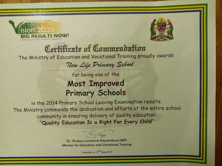 Minister gav  lågstadiet i Tanzania en utmärkelse