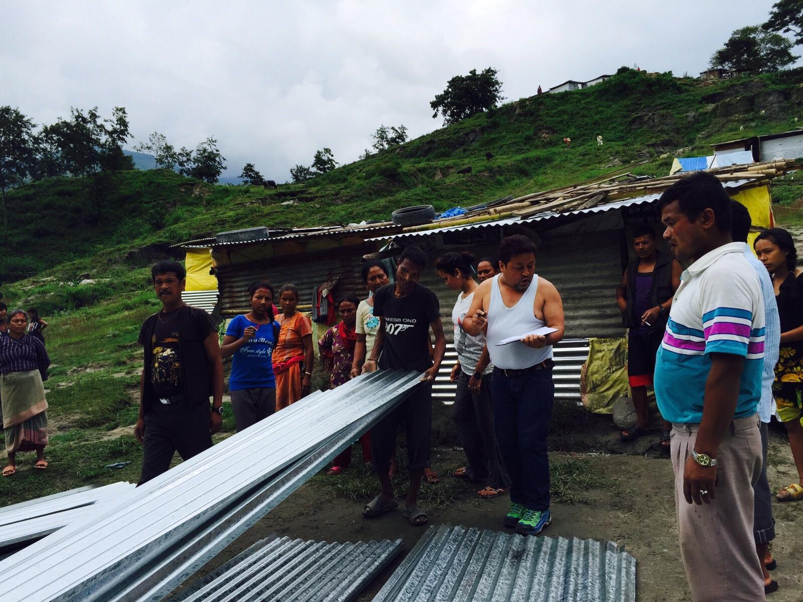 Katastrofmedel till plåtbostäder och mat i Nepal